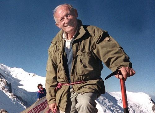 Haroun, devant la sculpture sur neige la plus grande du monde : la réplique grandeur nature du Mont Blanc. Et wai.